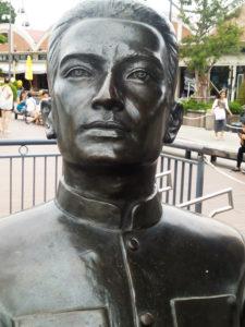 Statua di uno dei soci della East Asiatic Company