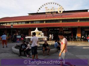 Fontana al centro dell'Asiatique