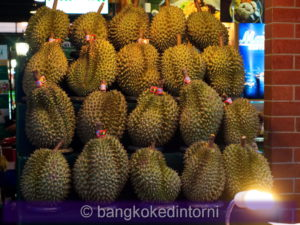 Una bancarella di durian