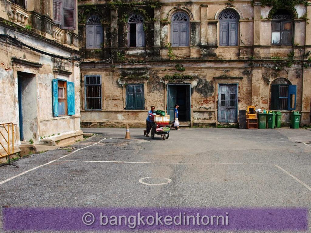 Vista del cortile centrale della vecchia dogana di Bangkok