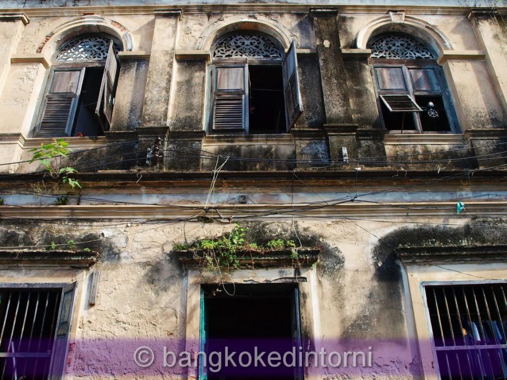 Particolare della facciata dell'edificio centrale della vecchia dogana di Bangkok